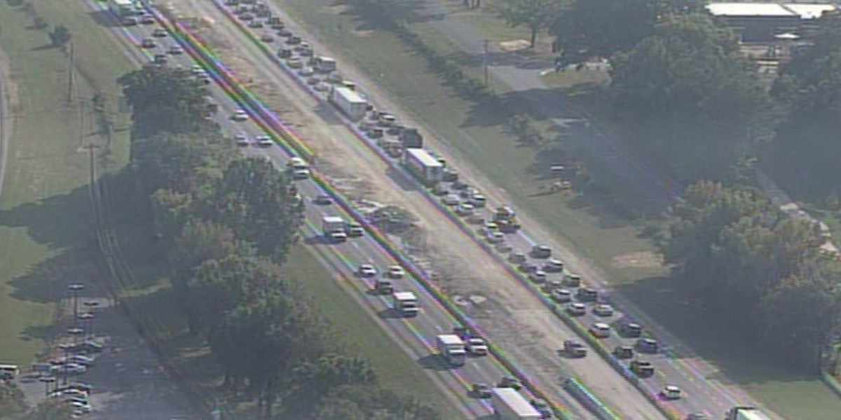 I-77 in Huntersville experiencing heavy delays after 7-vehicle crash