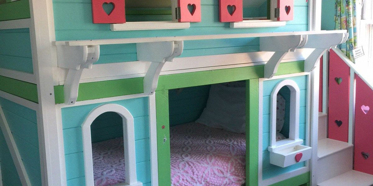 Molly's Kids: Donating gorgeous childhood bed to toddler fighting cancer