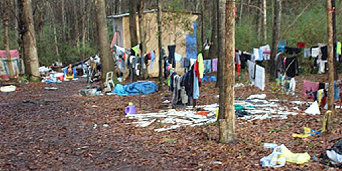 Deputies searching for mother, 5 children said to be living in filthy shed