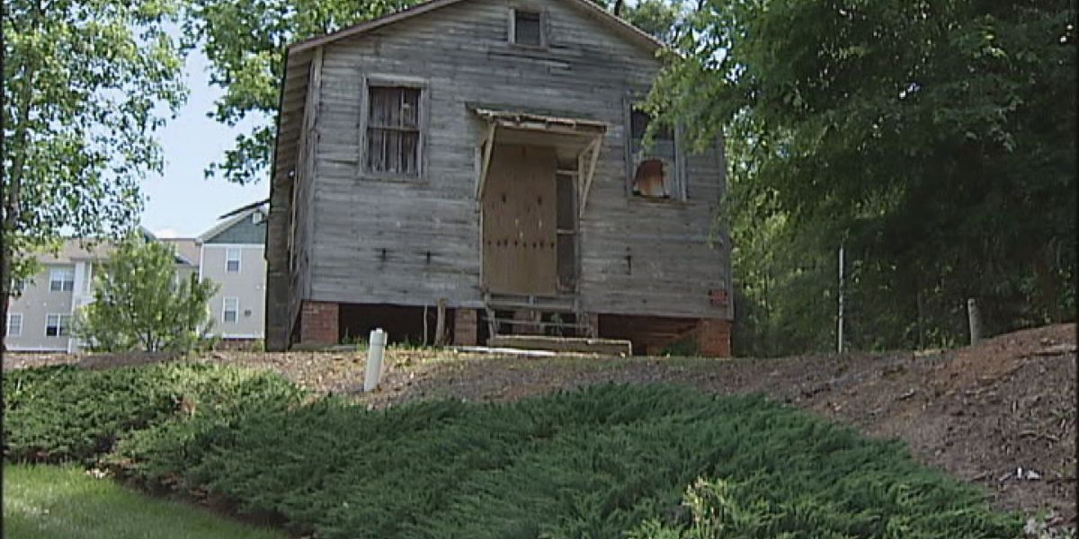 Historians trying to save one of Charlotte's oldest African-American schools