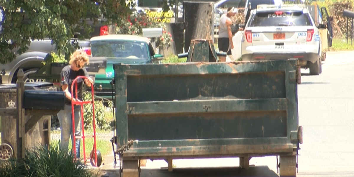 Big cleanup for neighbors along Riverside and Lake Drive in Mecklenburg County