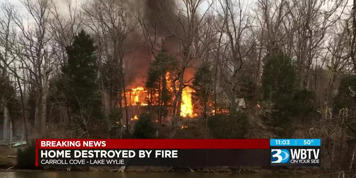 No injuries reported after massive fire breaks out on Lake Wylie