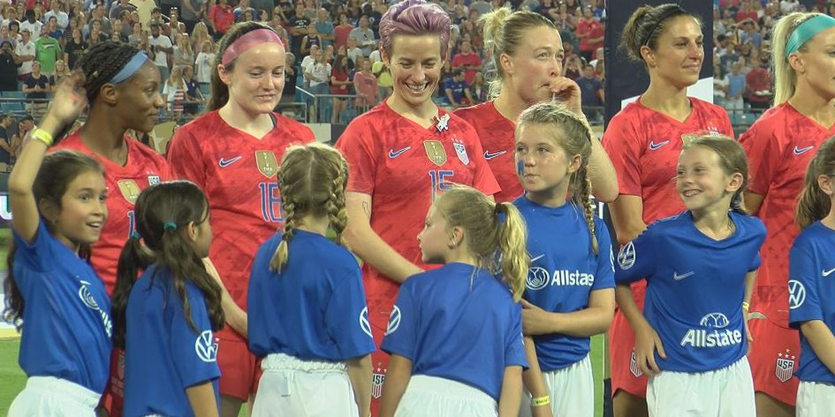 Young Charlotte soccer stars get one-on-one time with world champs