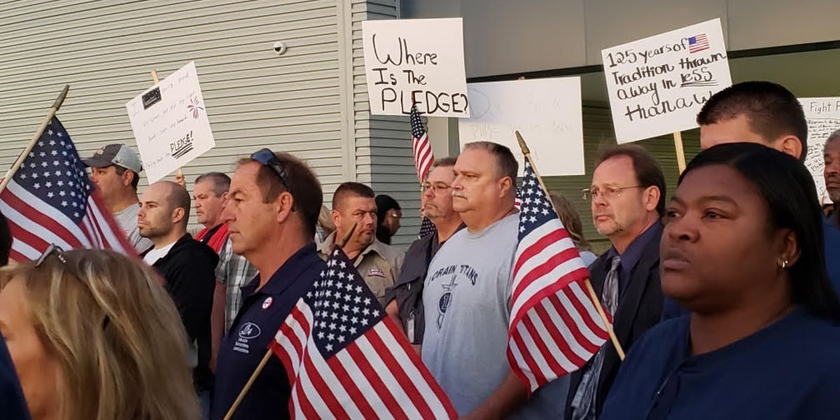 Veterans hold protest over Pledge of Allegiance at Lorain High School