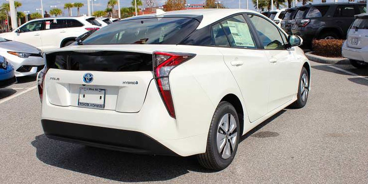 Welcome the New Year with the 2017 Toyota Prius!