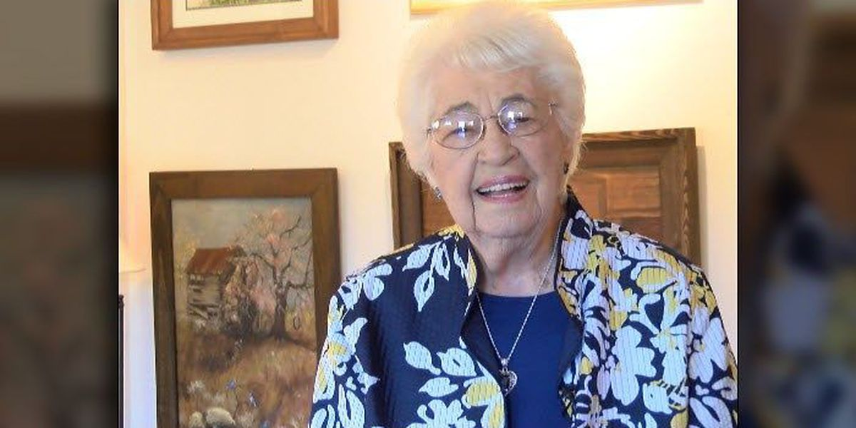 95-year-old artist paints Catawba past