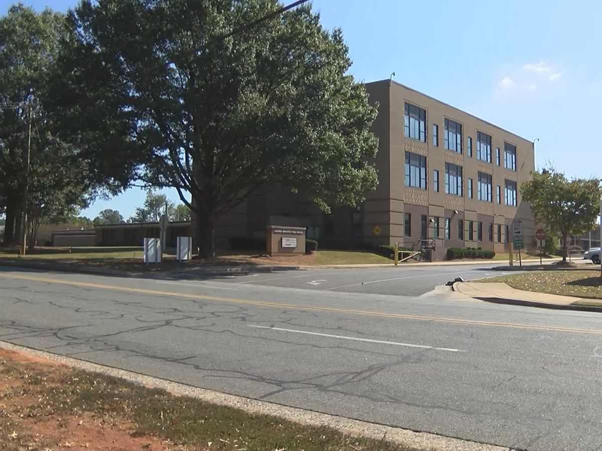 CMPD: Teens robbed at gunpoint near separate Charlotte high