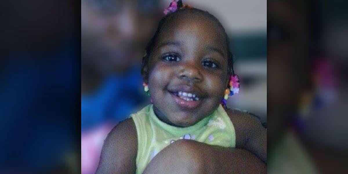 Police: Man kills girlfriend's 2-year-old daughter, shoots himself