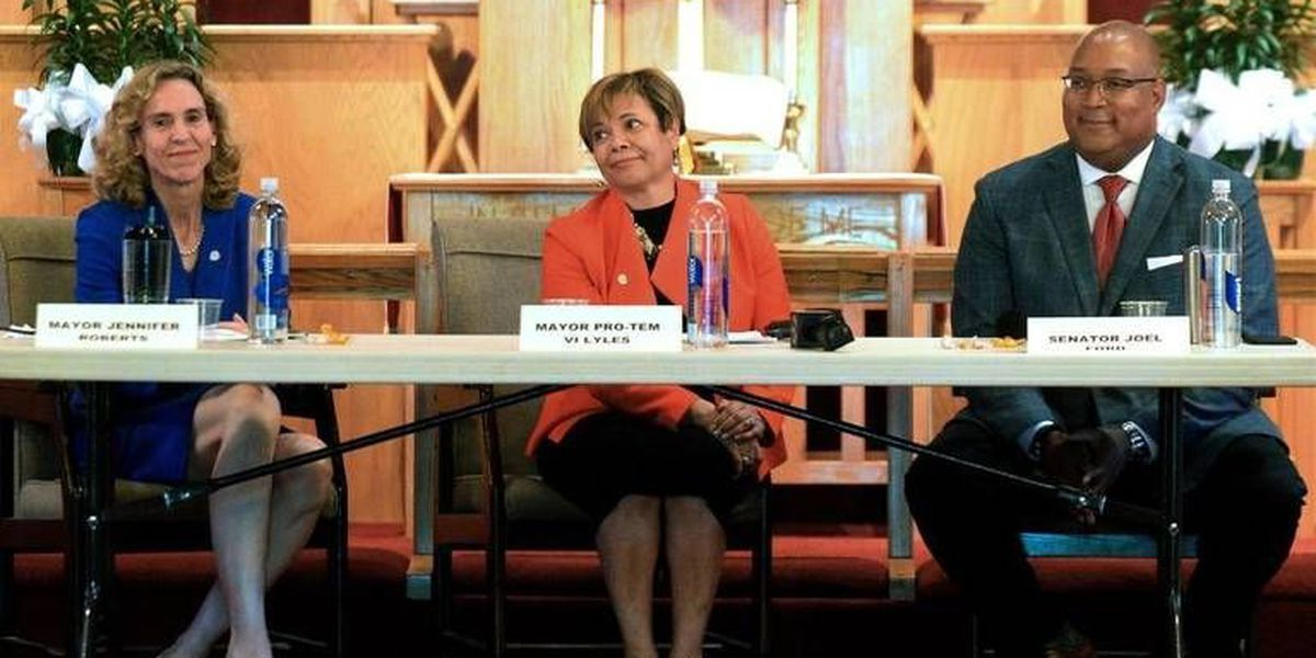 Charlotte's first mayoral debate drew unusually large crowd. Interest may only grow.