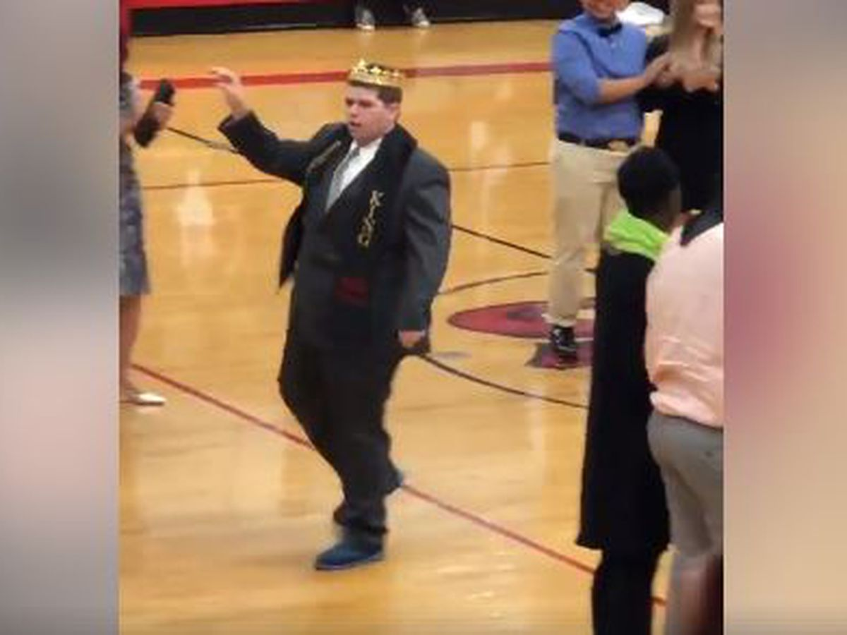 Student with autism crowned Homecoming King at Charlotte high school