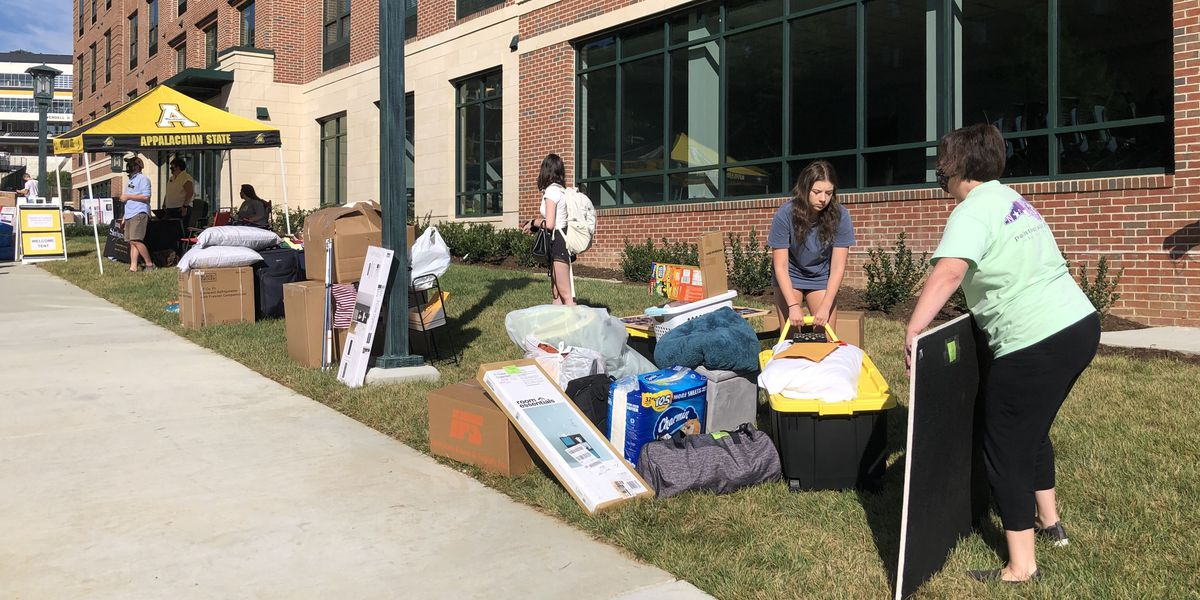 COVID-19 concerns on the minds of parents, students during move-in day at Appalachian State University