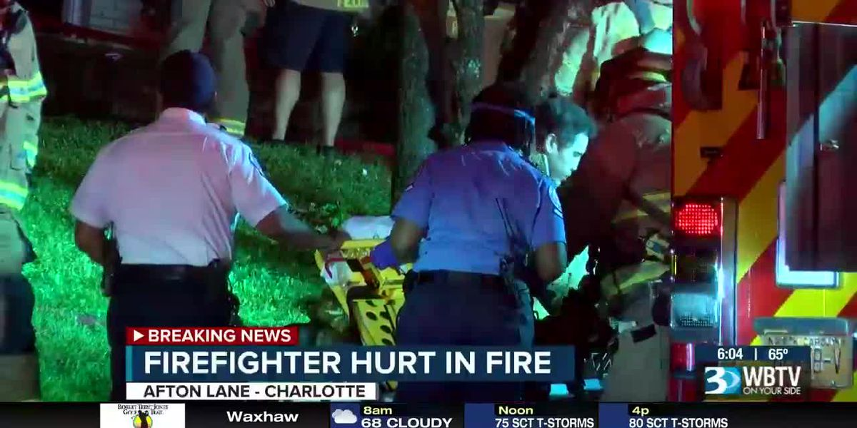 Firefighter hurt in west Charlotte house fire