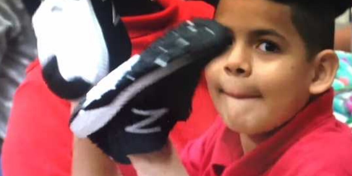 Anonymous donor gives new shoes to every student at Overton Elementary School