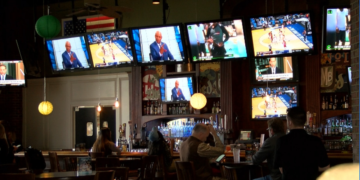 Fans flock to bars, restaurants for March Madness Friday afternoon