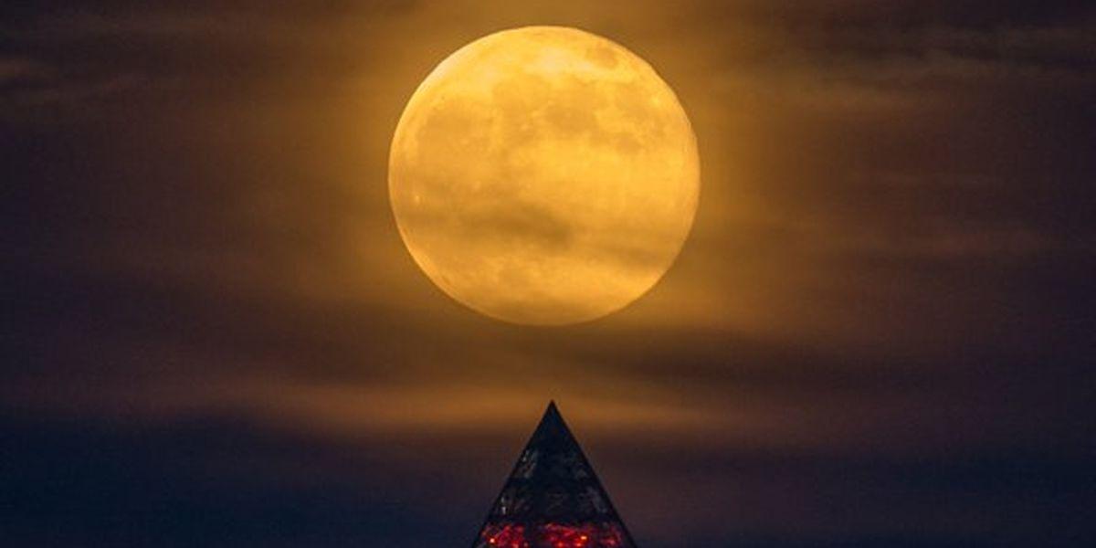 Super pink moon to light night sky