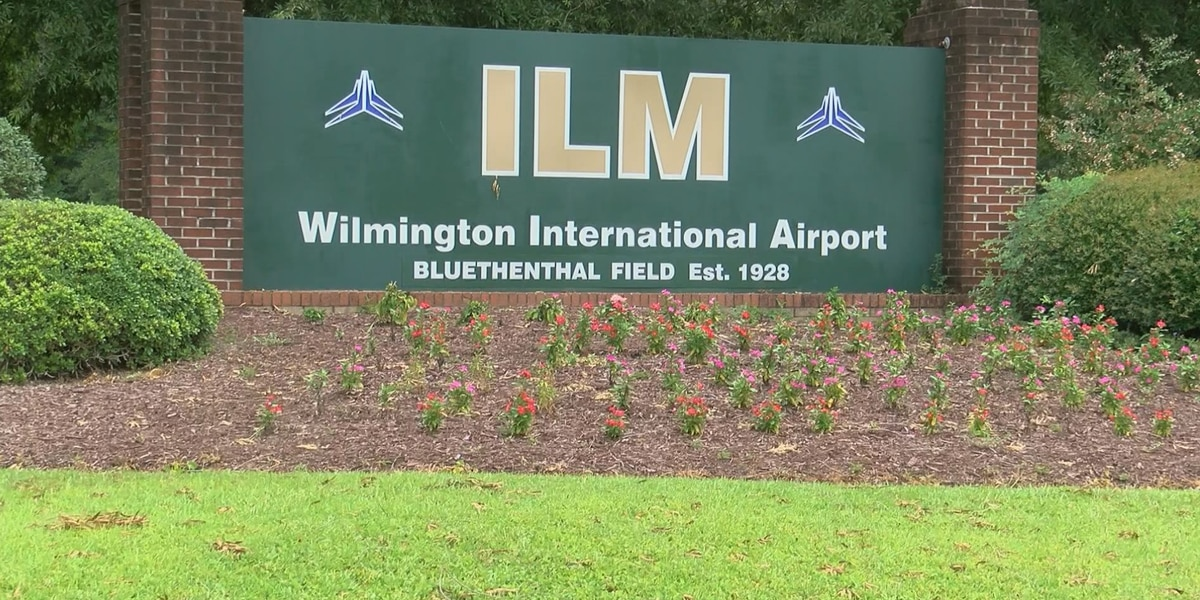 Electrical fumes force American Airlines flight to make emergency landing at ILM