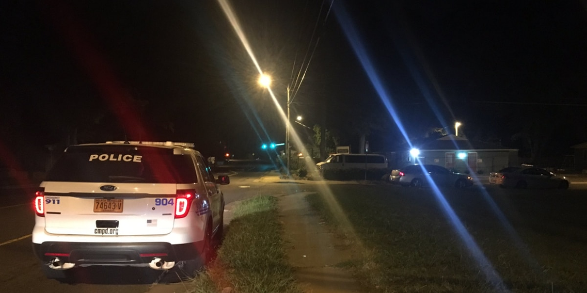 Person shot in leg in west Charlotte