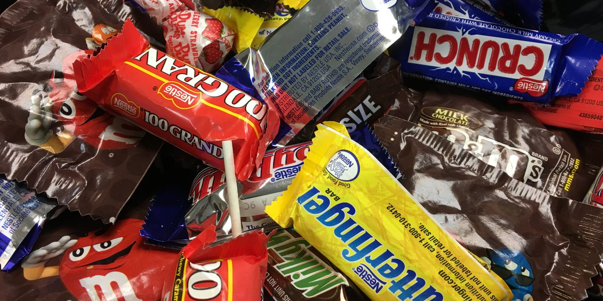 Most parents steal from their kids' Halloween candy, survey says