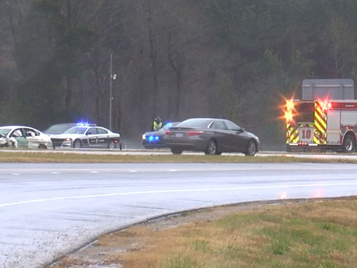 1 dead, 3 seriously injured in Christmas Eve crash on interstate near Huntersville