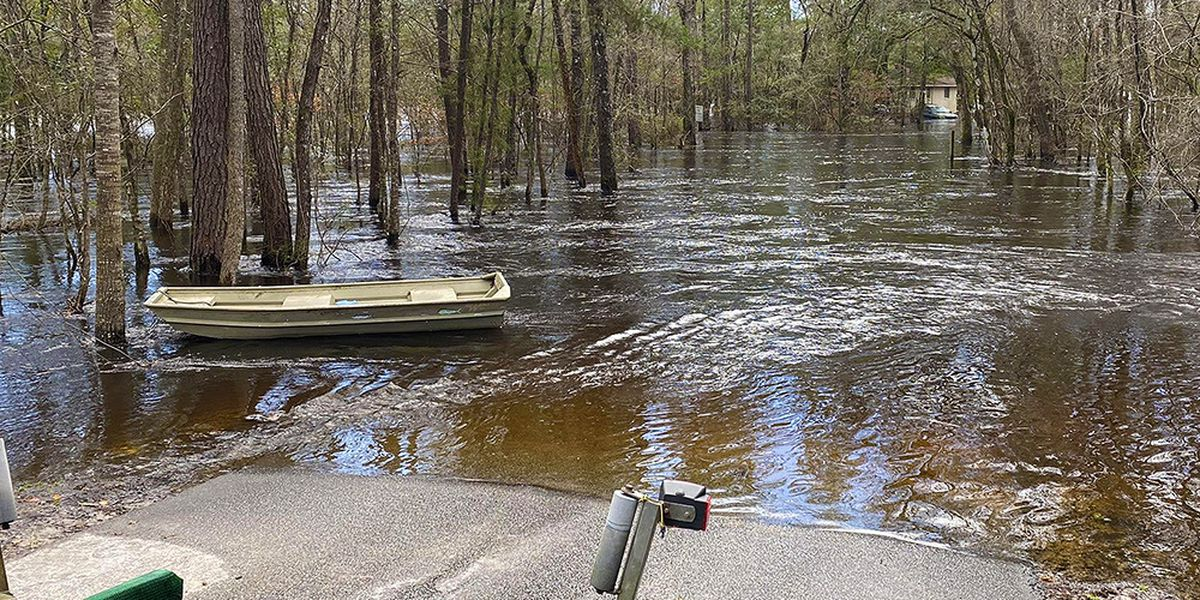 Dorchester County residents traveling by boat following Edisto River flooding