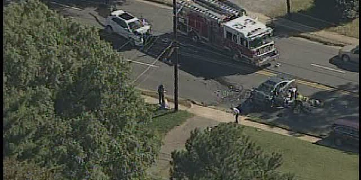 Woman killed, two injured in south Charlotte crash