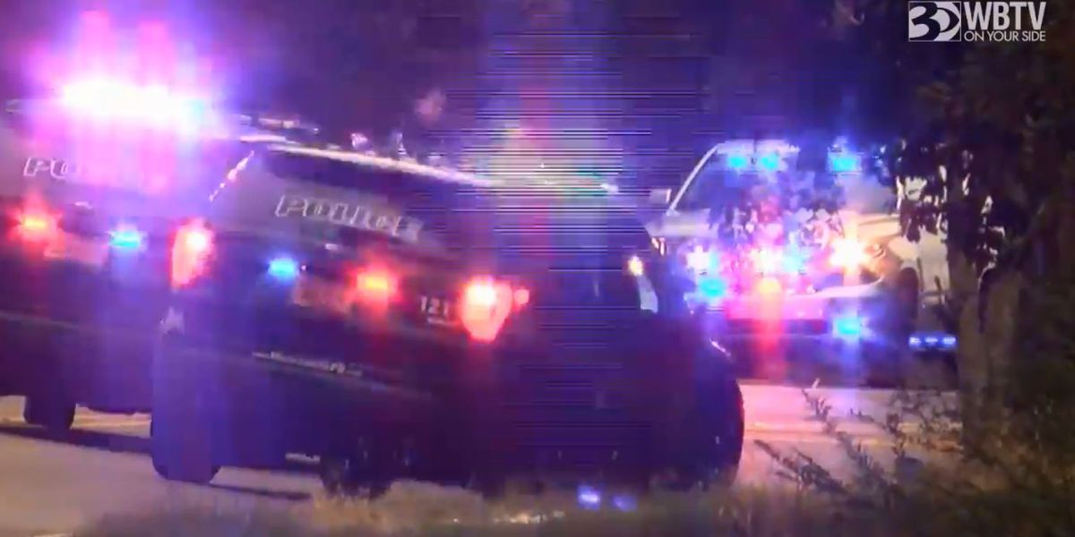 One killed in Mooresville crash