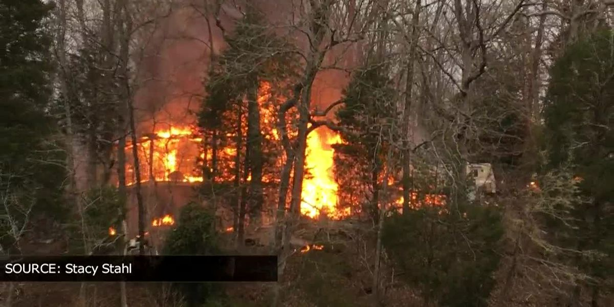 No injuries reported after massive fire breaks out in Lake Wylie
