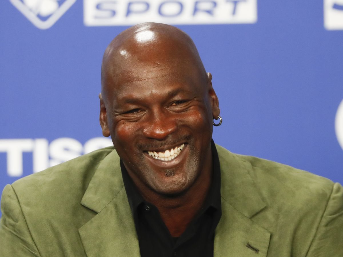 "Michael Jordan donates $2 million from ""The Last Dance"" proceeds to help hungry ahead of Thanksgiving"