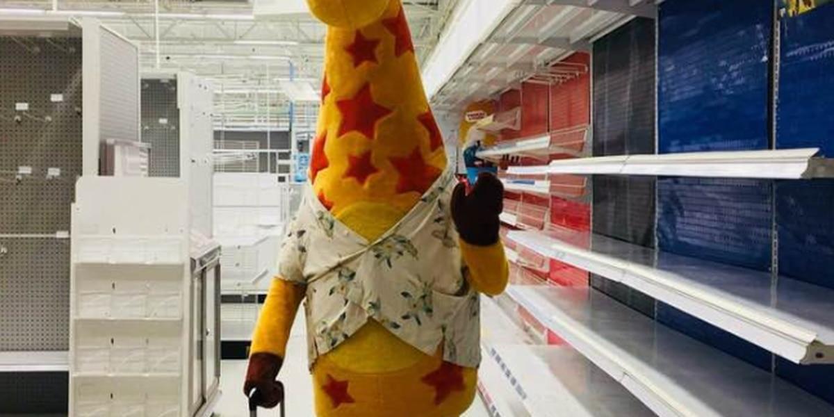 7b0353d2f Photo of Geoffrey the Giraffe leaving an empty Toys