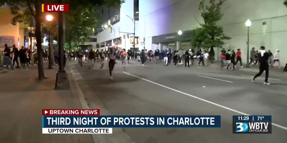 Crowd runs away during protests in uptown Charlotte