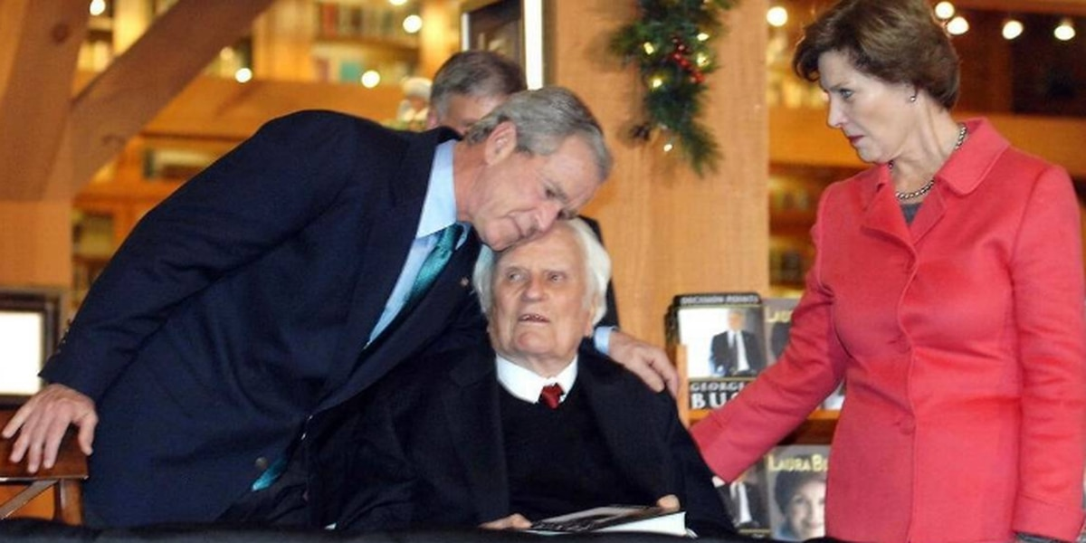 Viewings and visit by the Bushes begin week of mourning