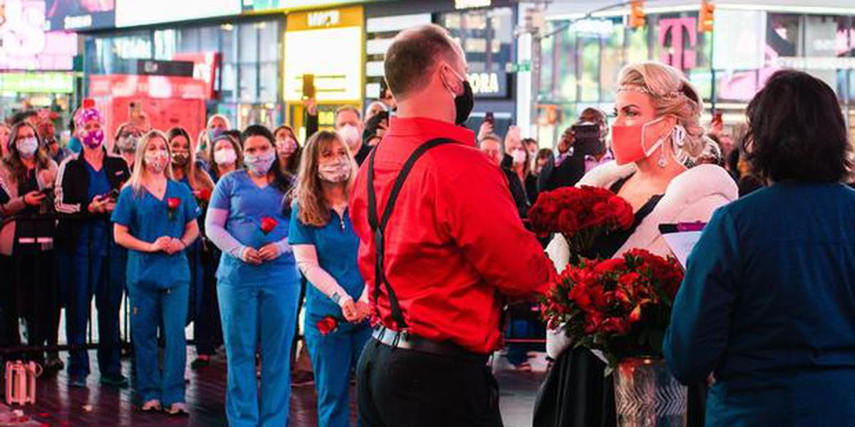 Nurse who volunteered to work in NYC gets married in Times Square, surrounded by fellow health care heroes