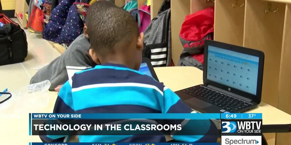 Charlotte schools differ on when to introduce technology to children