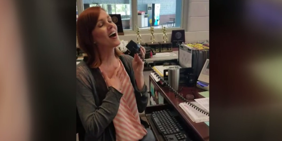Receptionist ends school year with amazing intercom serenade
