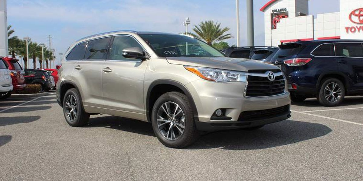 The Toyota Highlander takes on the Honda Pilot!