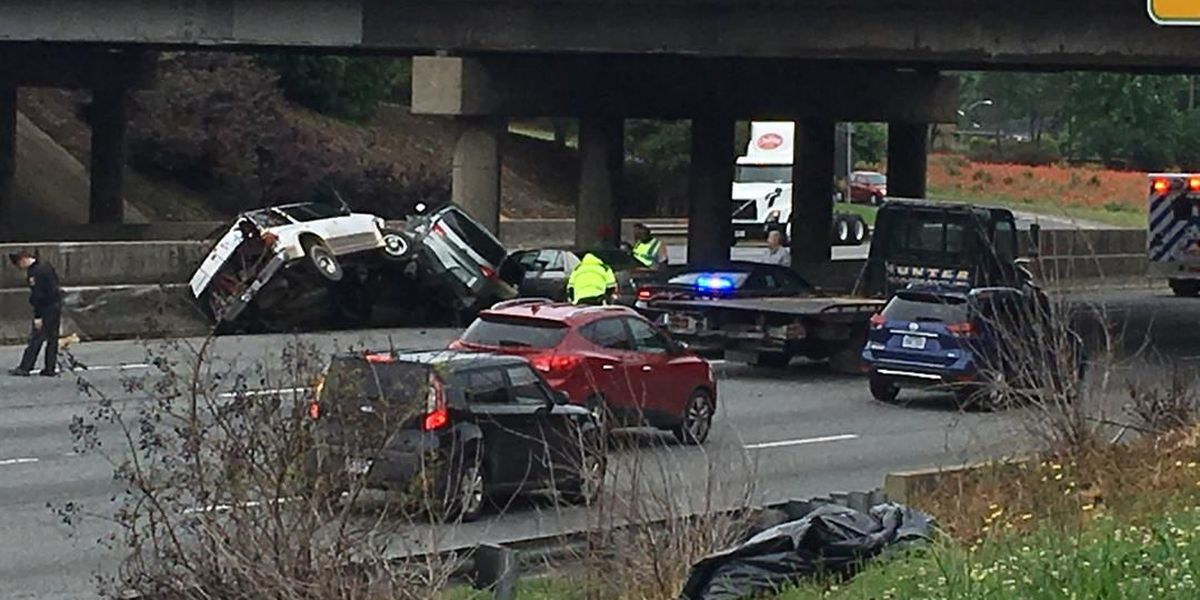 Multi-vehicle crash injures one person, closes part of I-85 South in north Charlotte
