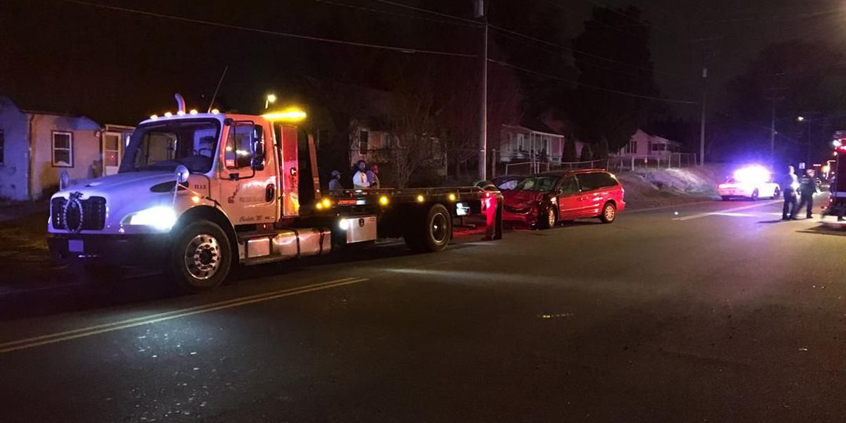 One injured after two-vehicle crash in northwest Charlotte