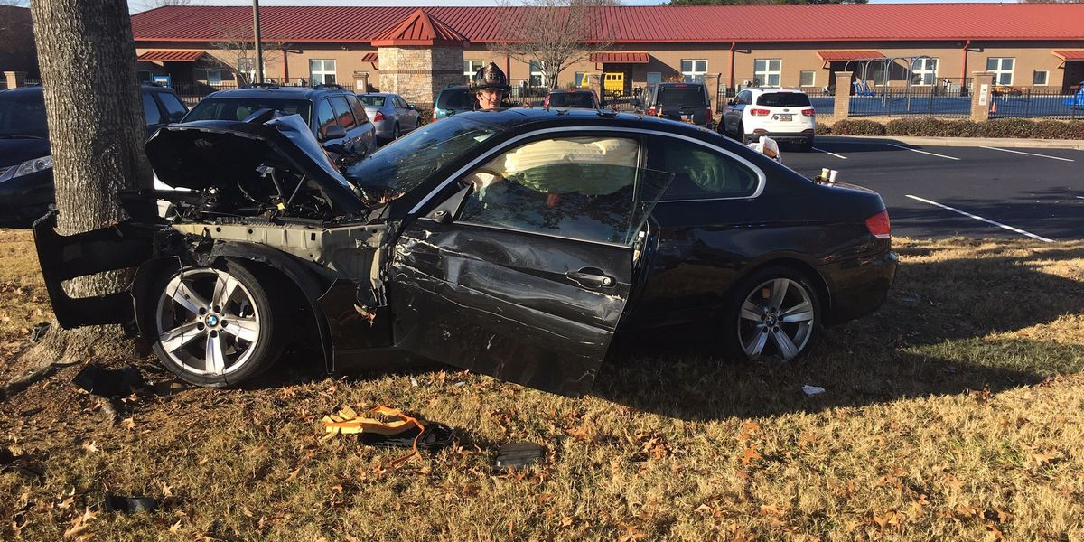 Accused drunk driver crashes outside elementary school