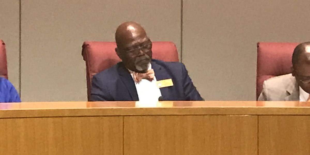 Mecklenburg Co. Commissioners Chairman blasts fellow commissioner, media after being questioned on open meetings violation