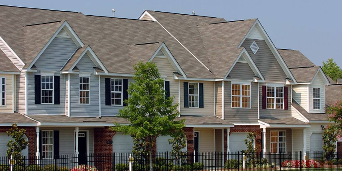 As Charlotte changes, single-family homes are out, hundreds of new townhouses are in