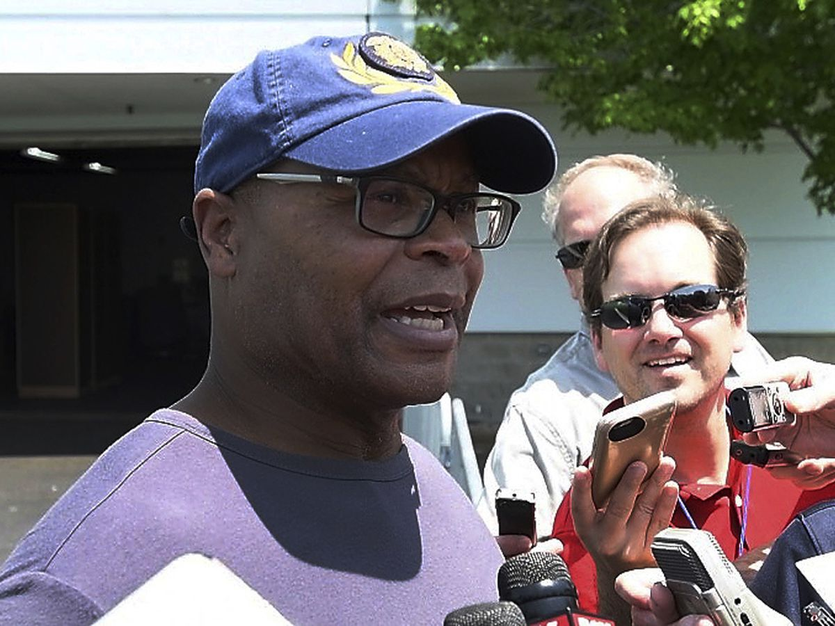 Singletary talks playing, coaching from high school to NFL