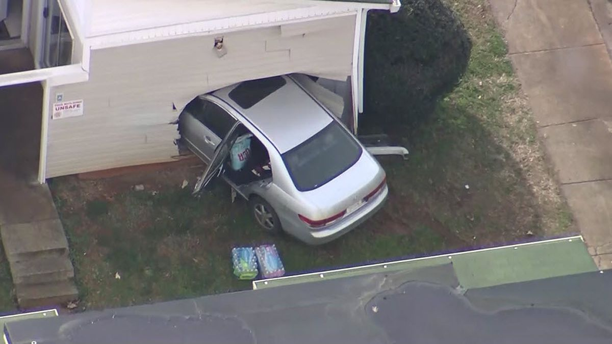 Car crashes into apartment in northeast Charlotte