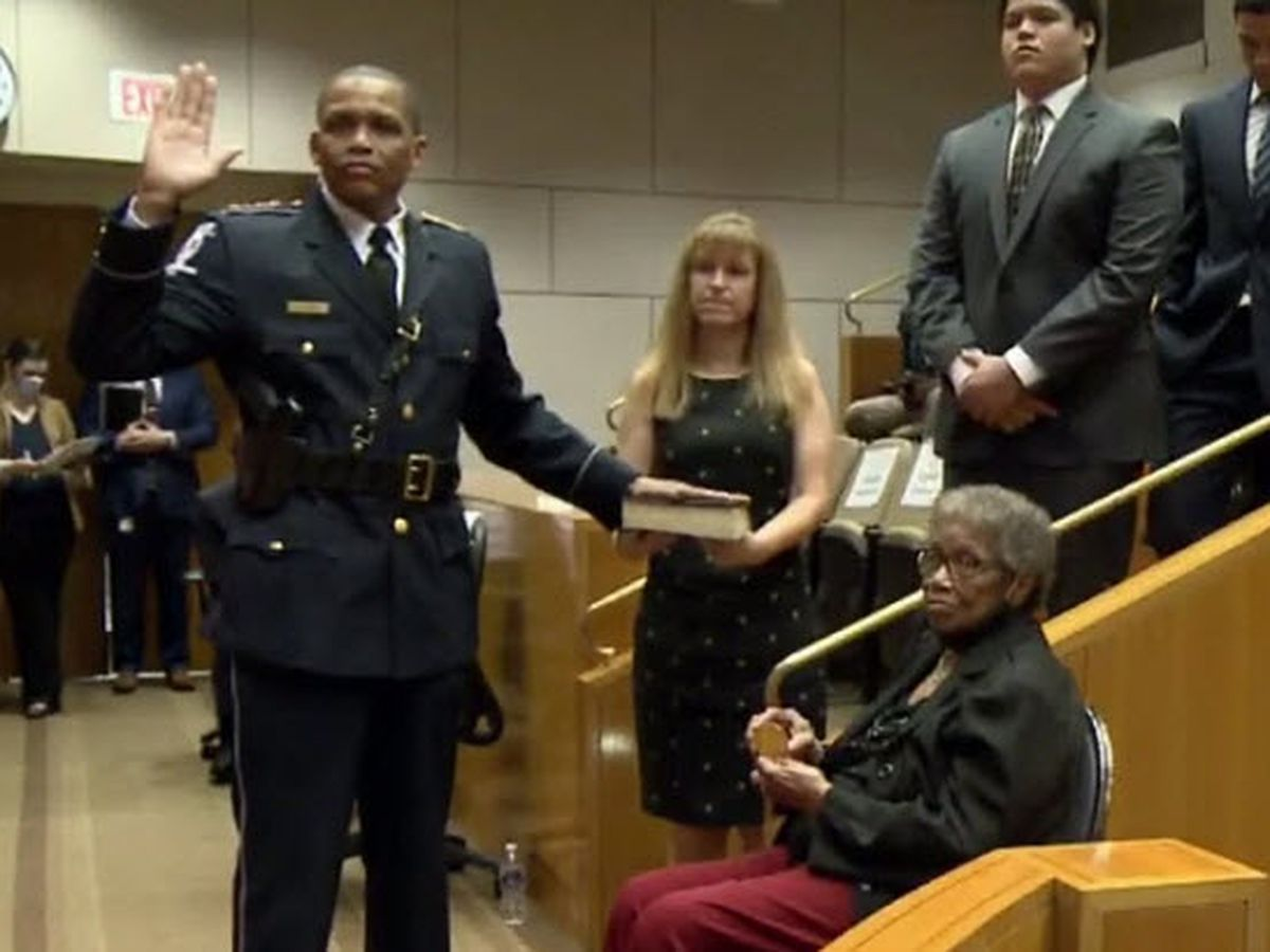 New CMPD Chief Johnny Jennings sworn into office