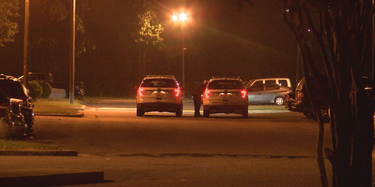 Two people hurt in Northwest Charlotte apartment complex shooting