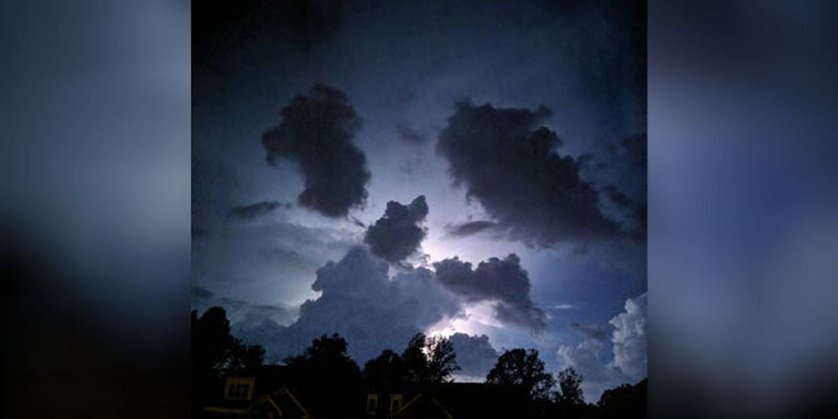 Mysterious bright objects hovered over Ballantyne, Lake Norman, spooked witnesses