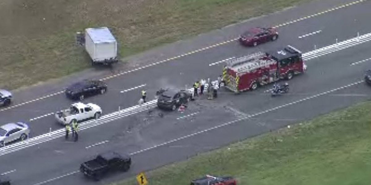 One killed, one seriously injured in crash on I-77 in Huntersville