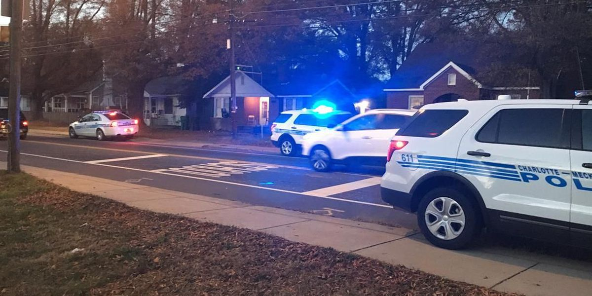 Man stabbed in northwest Charlotte