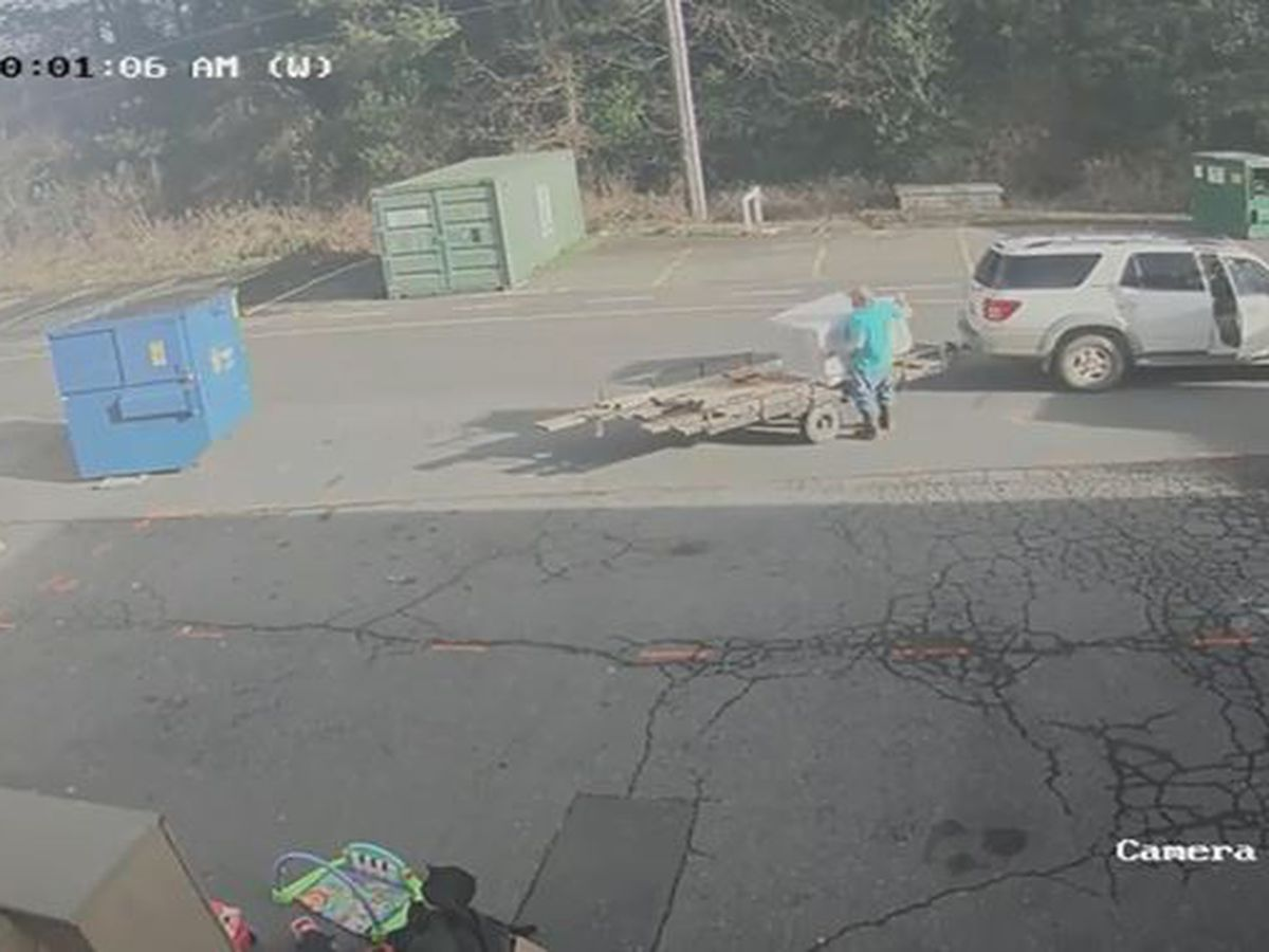 VIDEO: Thieves attempt second round of theft with trailer in tow