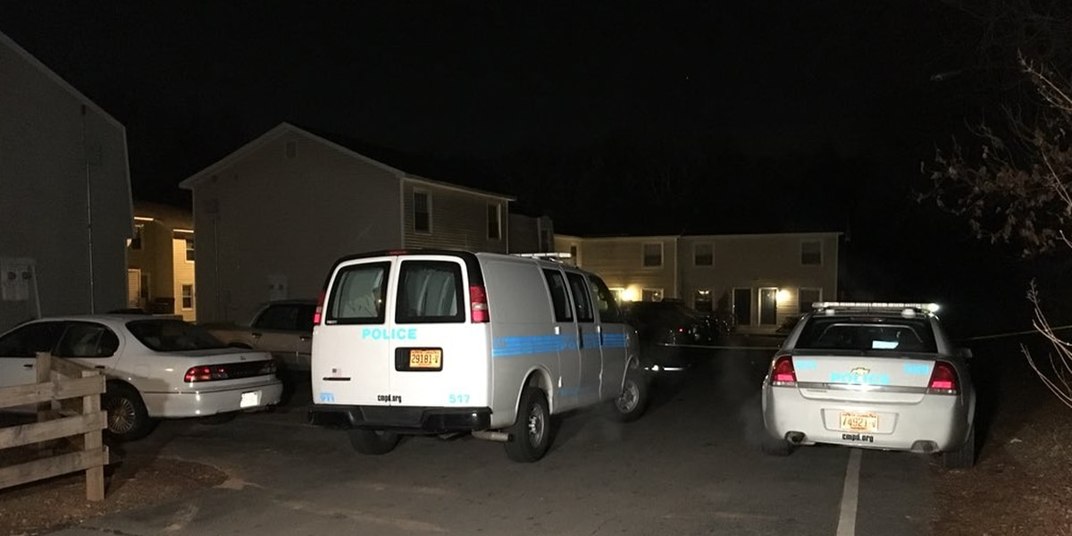 Men shot while sitting in car in west Charlotte