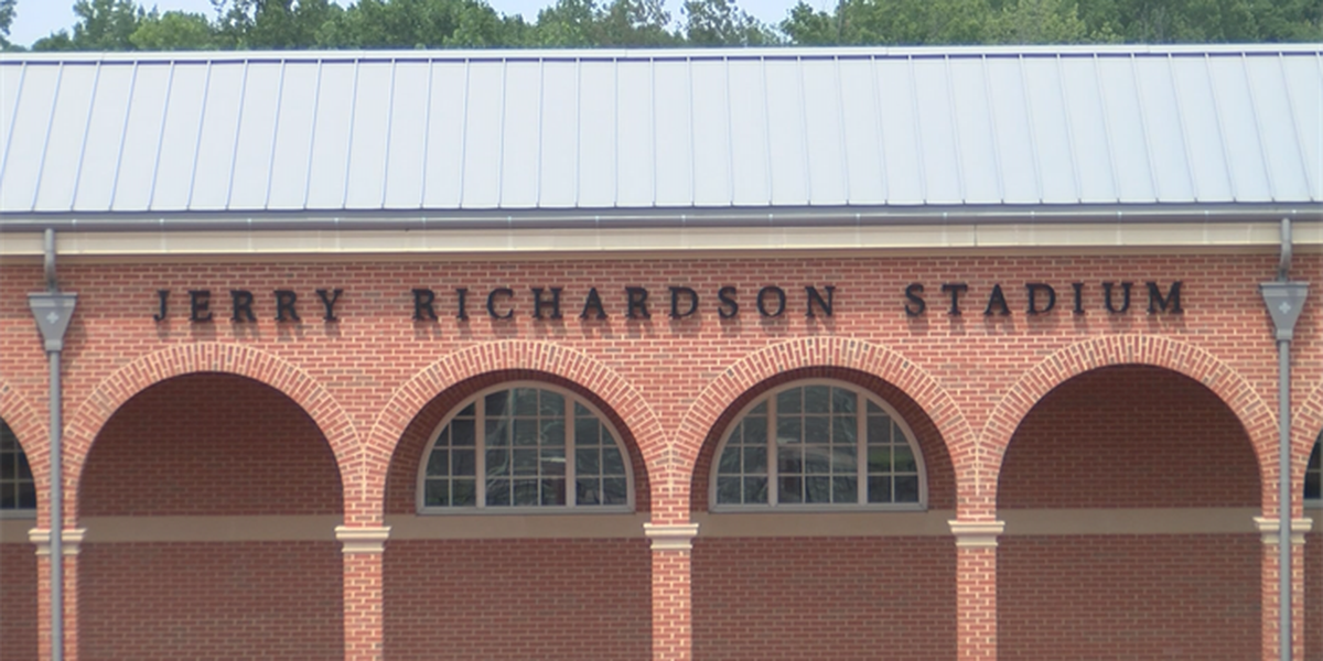 UNCC students vote not to challenge board's decision to keep Jerry Richardson's name on stadium